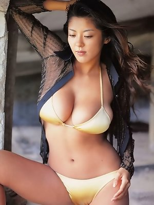 Harumi Nemoto, asian idol with large sumptuous breasts in bikini